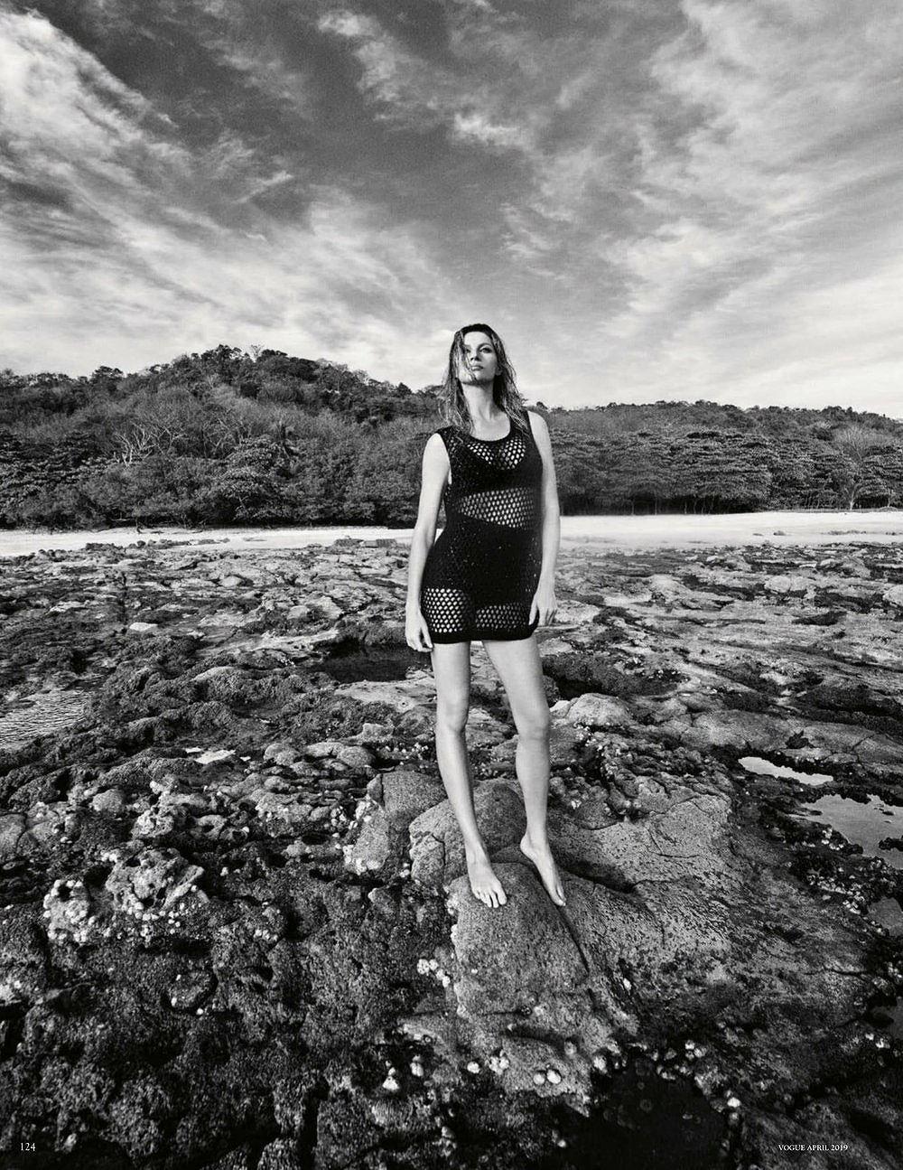 Siêu mẫu Gisele Bundchen hóa nữ thần biển cả táo bạo gợi cảm Ảnh 6