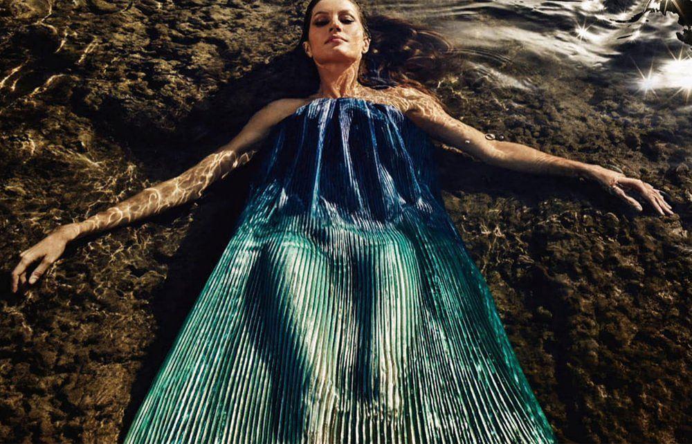 Siêu mẫu Gisele Bundchen hóa nữ thần biển cả táo bạo gợi cảm Ảnh 7