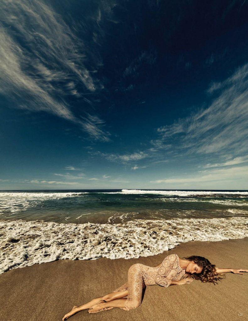 Siêu mẫu Gisele Bundchen hóa nữ thần biển cả táo bạo gợi cảm Ảnh 5