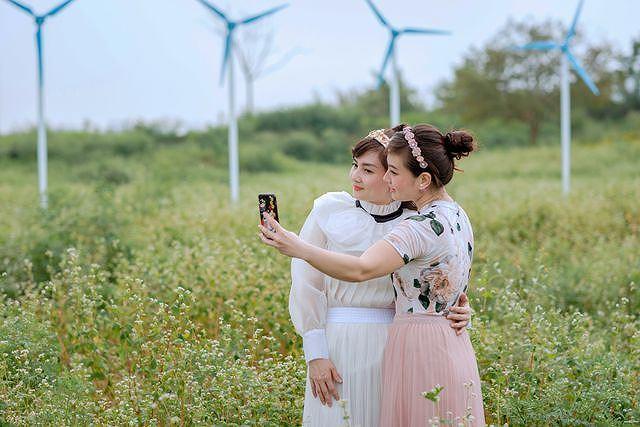 Mãn nhãn vườn hoa tam giác mạch gần 1 ha ở Hà Nội 'hút' khách tham quan Ảnh 6