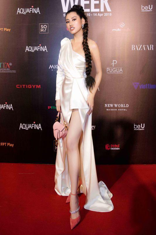 Emily Hồng Nhung diện cây hàng hiệu bạc tỷ dự sự kiện Ảnh 1