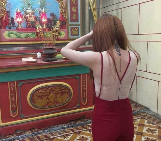 Ăn mặc hở hang, lộ nội y, xuyên thấu khi đi lễ chùa Ảnh 3