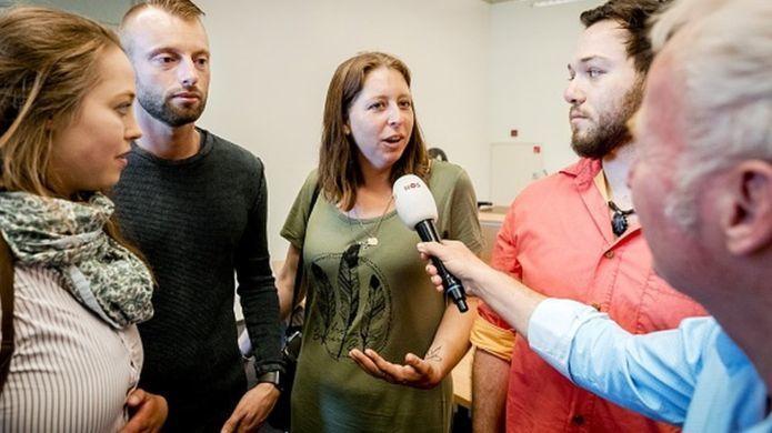 Bác sĩ tự dùng tinh trùng thụ tinh cho bệnh nhân, sinh ra 49 đứa con Ảnh 1