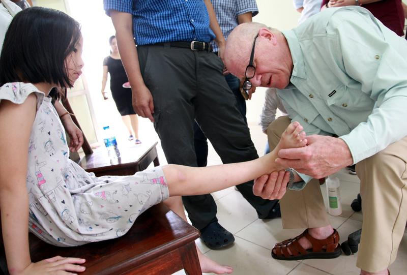 Bệnh viện Chỉnh hình - Phục hồi chức năng Hà Nội: Phẫu thuật miễn phí cho hàng trăm trẻ khuyết tật vận động Ảnh 4