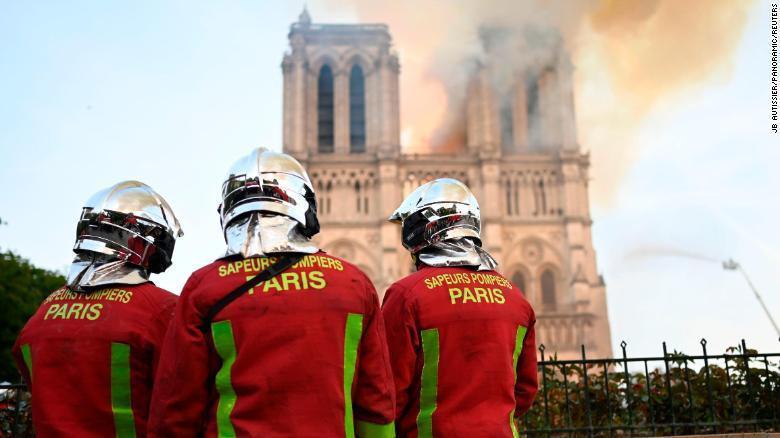 Tại sao 400 lính cứu hỏa cần đến 9 giờ để dập lửa Nhà thờ Đức Bà? Ảnh 1