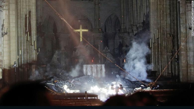 Tại sao 400 lính cứu hỏa cần đến 9 giờ để dập lửa Nhà thờ Đức Bà? Ảnh 2