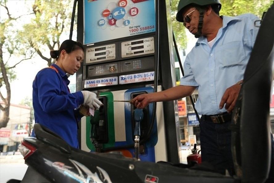 Giá xăng có thể tiếp tục tăng vào ngày mai? Ảnh 1