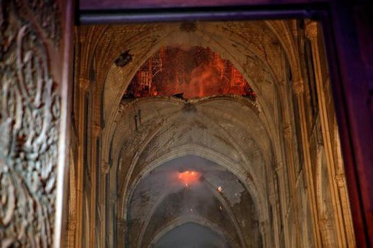 Tổng thống Pháp: Chúng tôi sẽ tái xây dựng Nhà thờ Đức Bà Ảnh 2