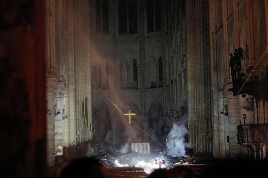 Tổng thống Pháp: Chúng tôi sẽ tái xây dựng Nhà thờ Đức Bà Ảnh 1