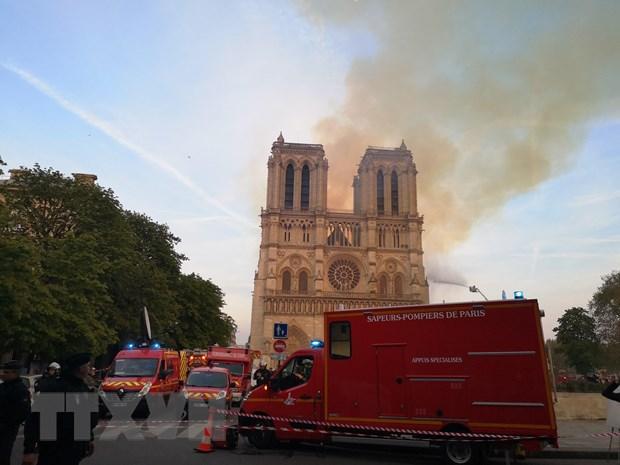Cháy Nhà thờ Đức Bà: Bảo toàn phần tháp chuông chính và tường nhà Ảnh 1