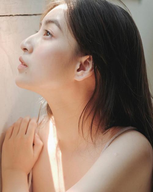 Vẻ đẹp mong manh như sương sớm của 'hot girl IELTS 8.5' Ảnh 1