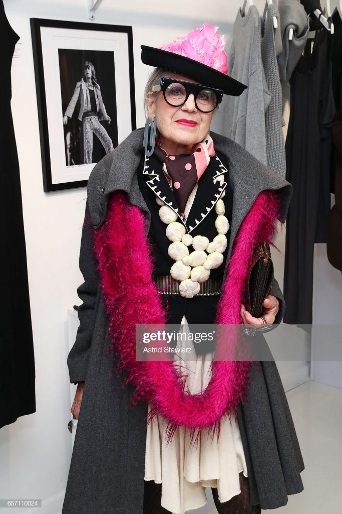 Nữ nghệ sĩ Mỹ biến rác thải thành thời trang cao cấp Ảnh 2