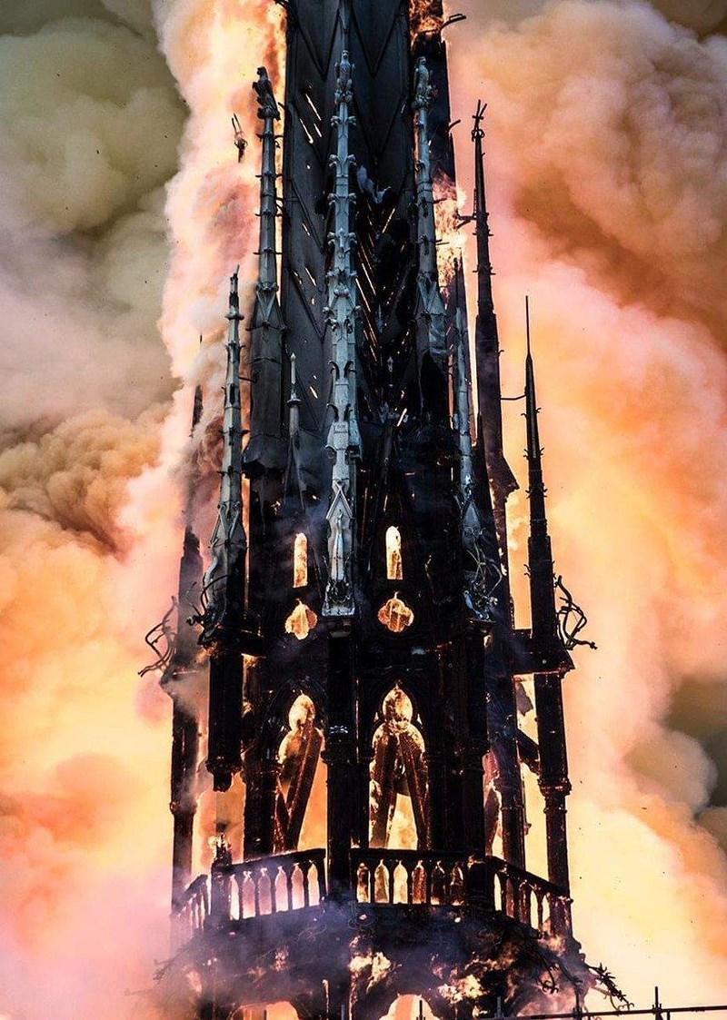 Vụ cháy Nhà thờ Đức Bà Paris đã được tiên đoán trước? Ảnh 4