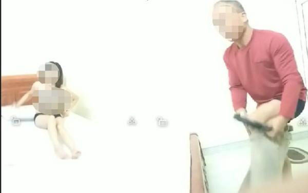 Sự thật hiệu quả của phương pháp 'da chạm da', khỏa thân ôm nhau để chữa sốt rét trong clip 2 giáo viên Lạng Sơn Ảnh 1