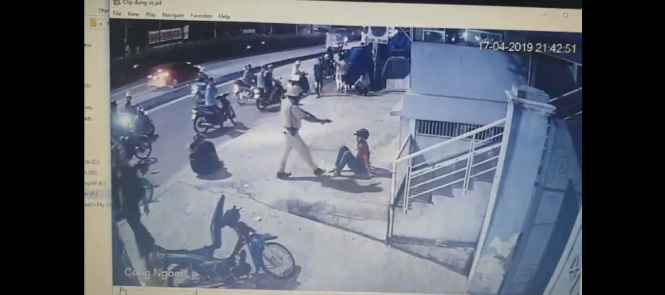 Hai thanh niên bị CSGT chĩa súng, đánh là 'quái xế' Ảnh 3