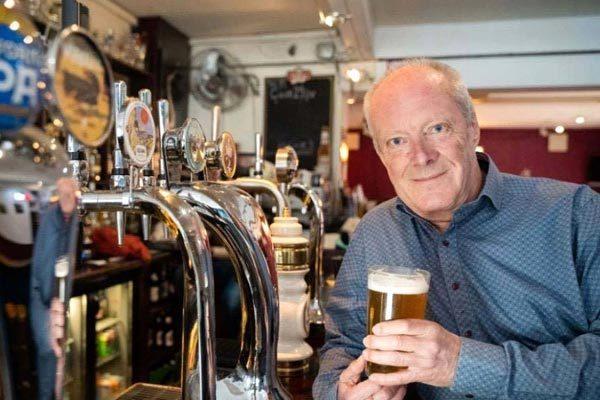 Người đàn ông 74 tuổi chinh phục hơn 51.000 quán bia Ảnh 1