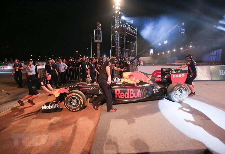 Tay đua Coulthard trình diễn tại 'Khởi động F1 Việt Nam Grand Prix' Ảnh 7