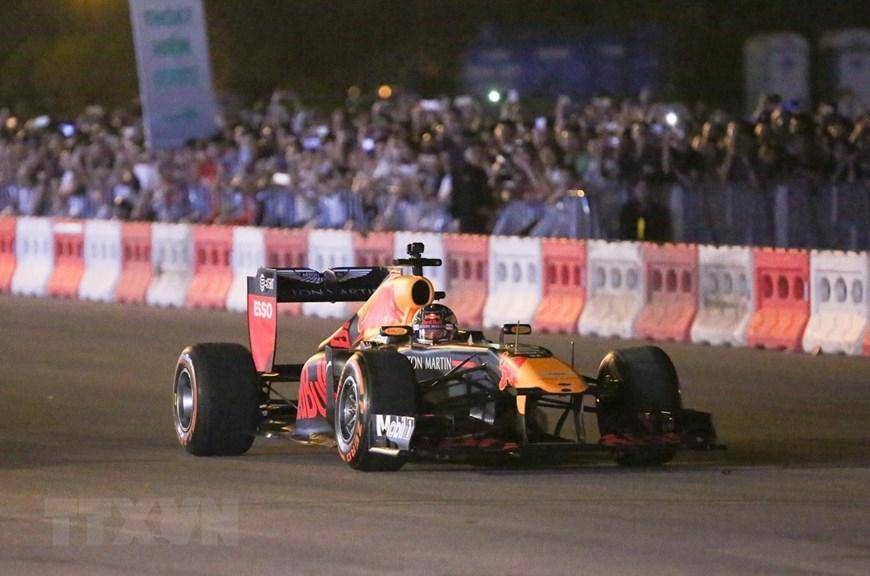 Tay đua Coulthard trình diễn tại 'Khởi động F1 Việt Nam Grand Prix' Ảnh 9