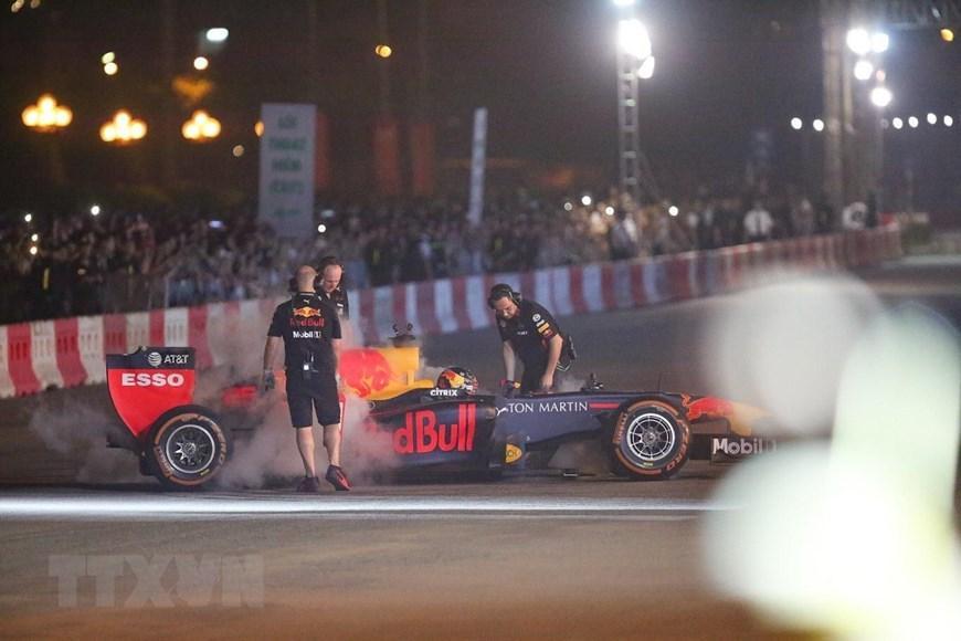 Tay đua Coulthard trình diễn tại 'Khởi động F1 Việt Nam Grand Prix' Ảnh 12