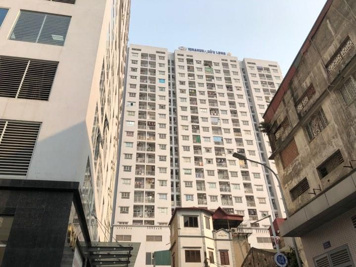 Bé trai 4 tuổi rơi từ tầng 11 may mắn sống sót ở Hà Nội Ảnh 1