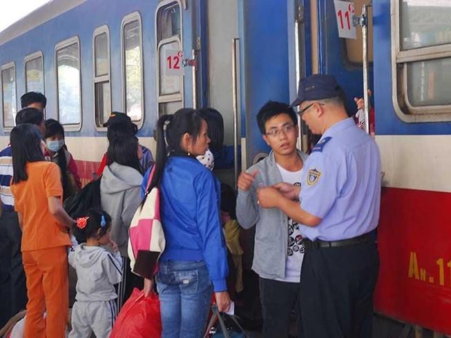 Lễ 30-4: Đường sắt tăng chuyến, nối thêm toa Ảnh 1