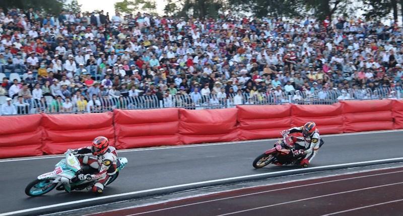 Lễ 30-4 về Cần Thơ xem giải đua xe toàn quốc Ảnh 4