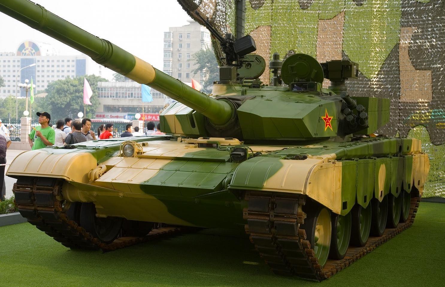 Chuyện lạ: Trung Quốc dùng pháo, xe tăng chữa cháy rừng Ảnh 1