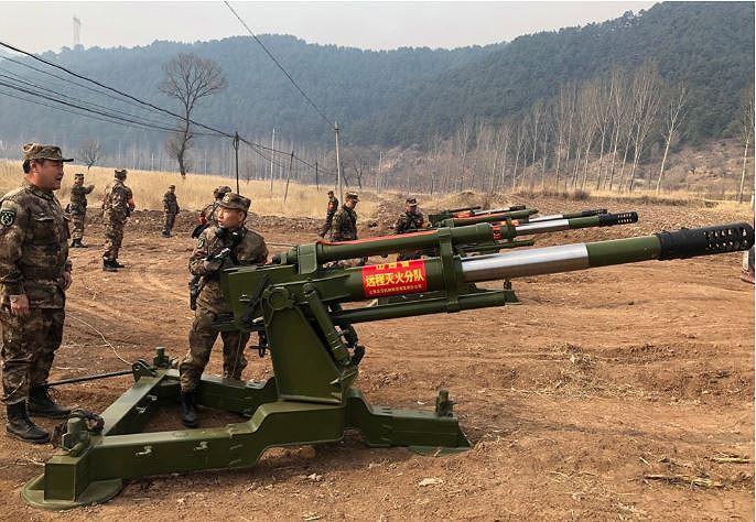 Chuyện lạ: Trung Quốc dùng pháo, xe tăng chữa cháy rừng Ảnh 2