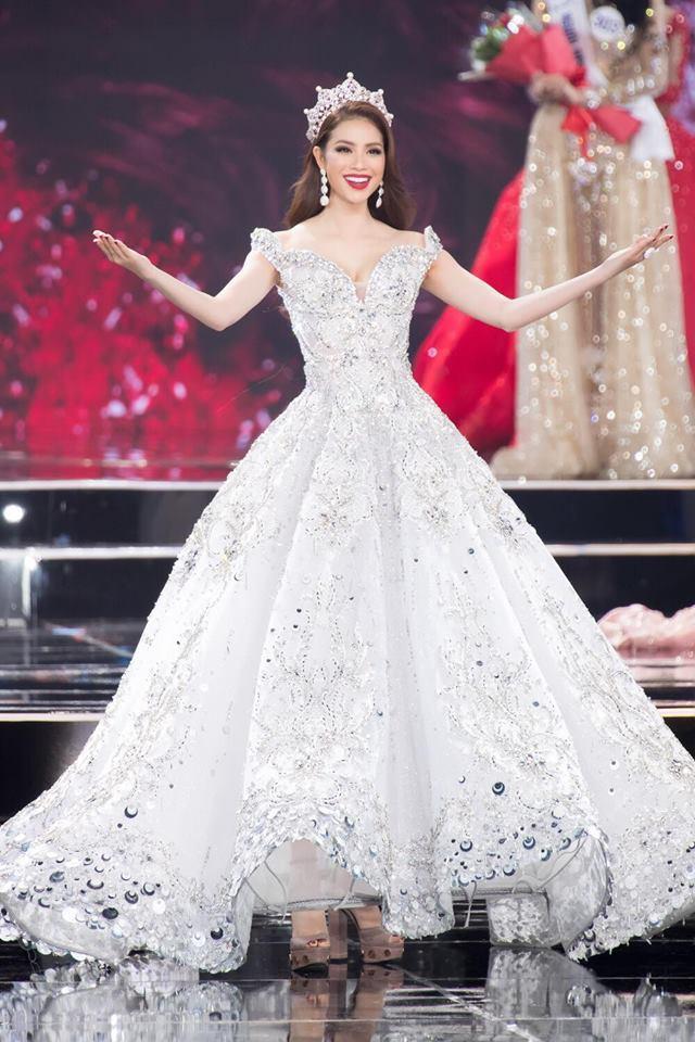 Đâu chỉ siêu mẫu Quỳnh Hoa, không ít người đẹp Vbiz dùng chiêu này để 'chặt chém' trên sân khấu Ảnh 6