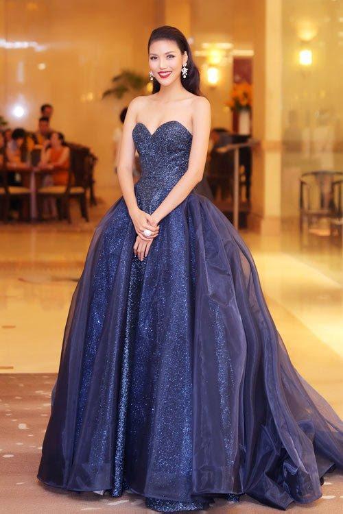 Đâu chỉ siêu mẫu Quỳnh Hoa, không ít người đẹp Vbiz dùng chiêu này để 'chặt chém' trên sân khấu Ảnh 15