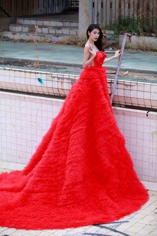 Đâu chỉ siêu mẫu Quỳnh Hoa, không ít người đẹp Vbiz dùng chiêu này để 'chặt chém' trên sân khấu Ảnh 17