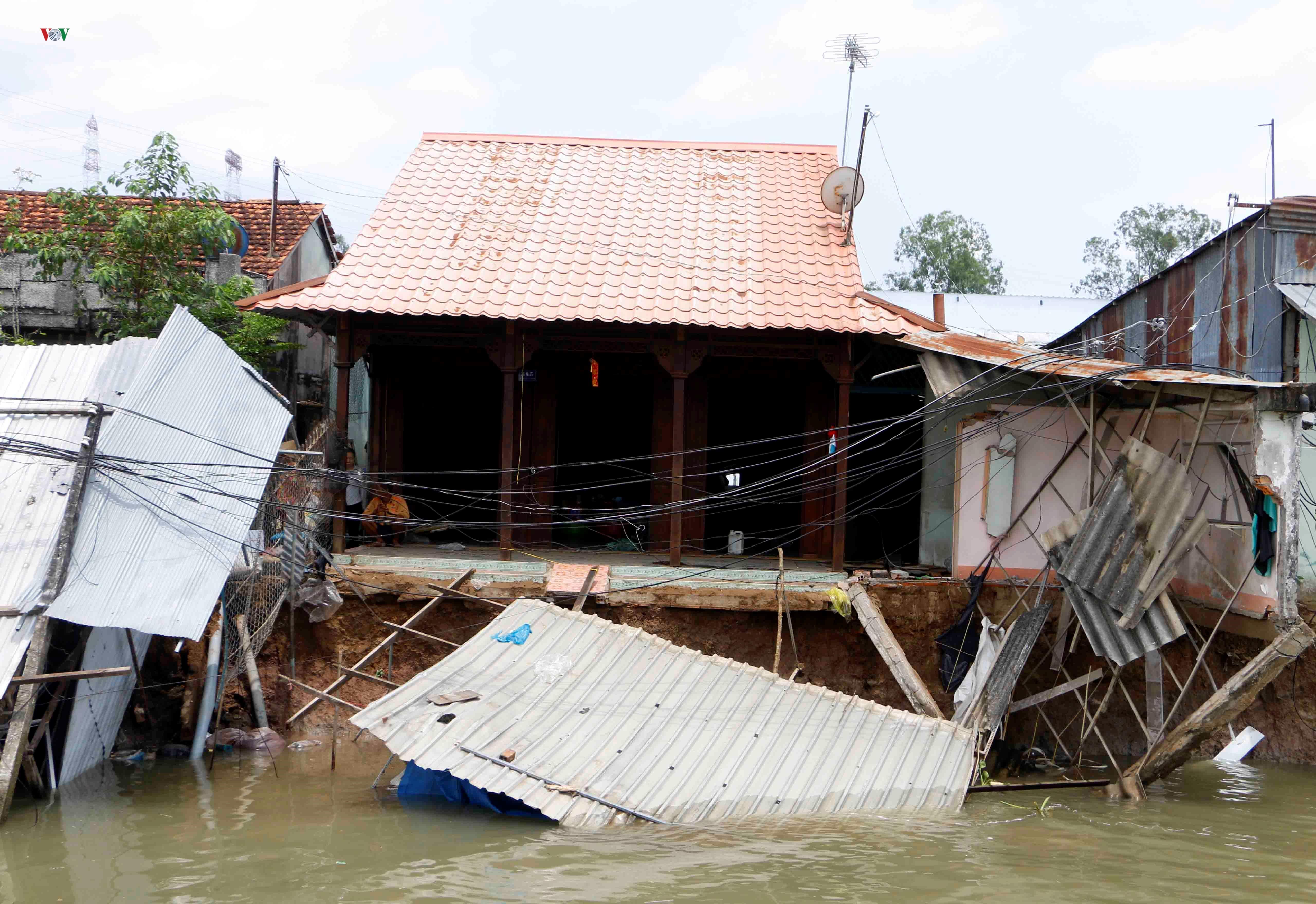 Sạt lở khiến 11 căn nhà ven sông Ô Môn, Cần Thơ bị ảnh hưởng Ảnh 6