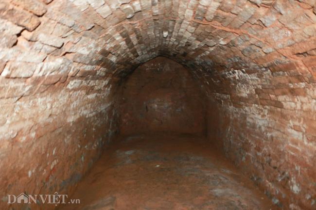 Khám phá hang ngầm dưới đình cổ giáp hồ Tây Ảnh 9