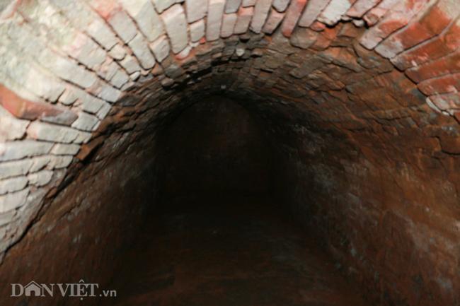 Khám phá hang ngầm dưới đình cổ giáp hồ Tây Ảnh 7