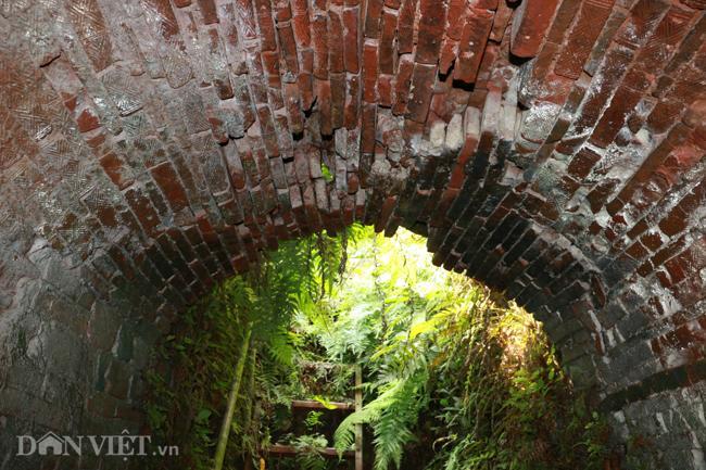 Khám phá hang ngầm dưới đình cổ giáp hồ Tây Ảnh 5