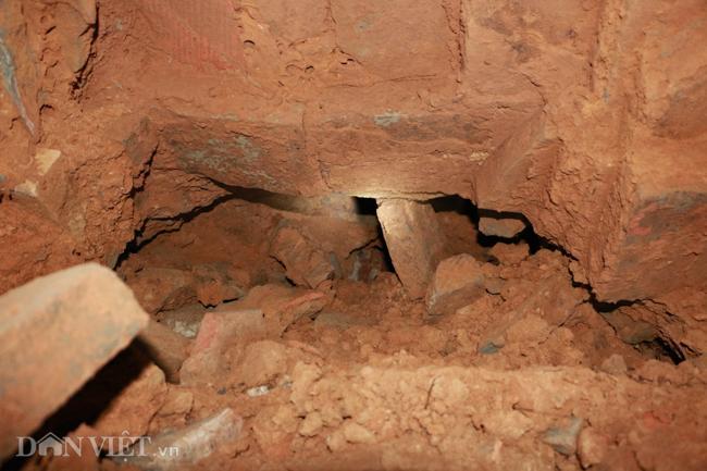 Khám phá hang ngầm dưới đình cổ giáp hồ Tây Ảnh 10