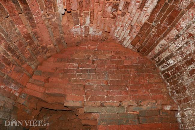 Khám phá hang ngầm dưới đình cổ giáp hồ Tây Ảnh 8