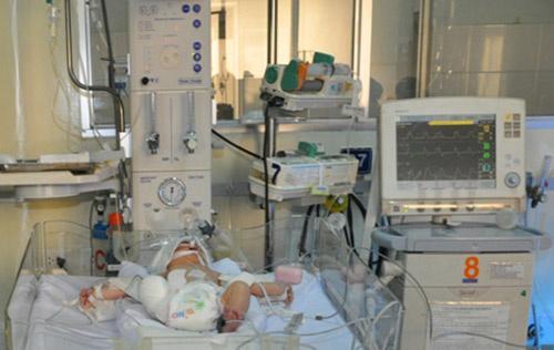 Bị văng ra khỏi bụng mẹ, mất một chân sau vụ tai nạn thảm khốc, thai nhi ở An Giang thay đổi ra sao sau 3 năm? Ảnh 3