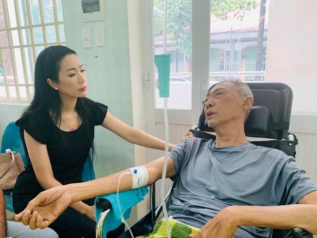 Nghệ sĩ Lê Bình tạm ngưng hóa trị, phải vào phòng hồi sức cách ly Ảnh 1