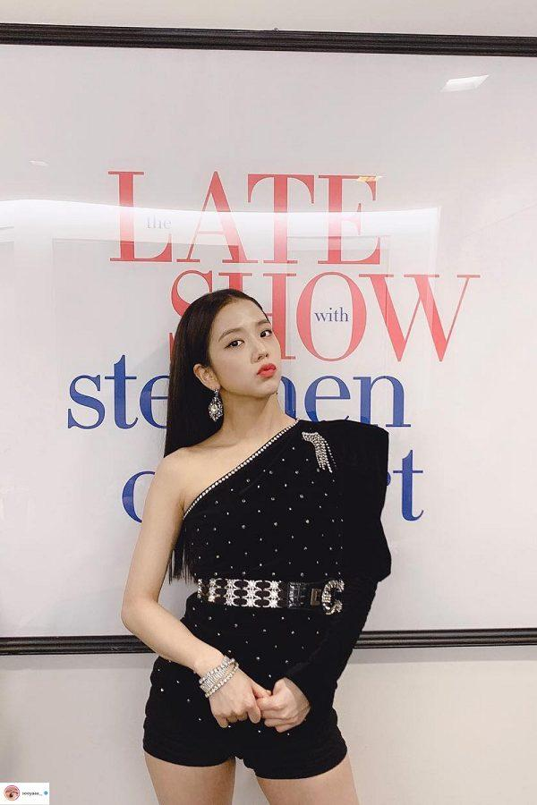 Đụng hàng cùng một trang phục 'visual' của Jisoo Black Pink 'ăn đứt' Da Huyn (Twice) Ảnh 2