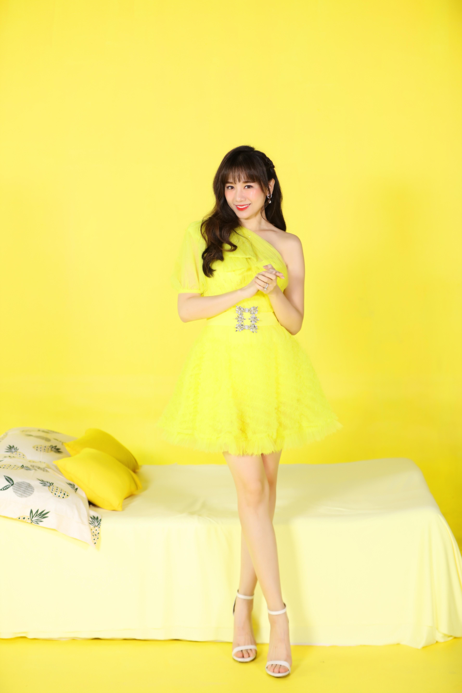 Tung bộ ảnh sắc màu, Hari Won trẻ trung như gái 18, bất chấp lứa tuổi 33 Ảnh 8