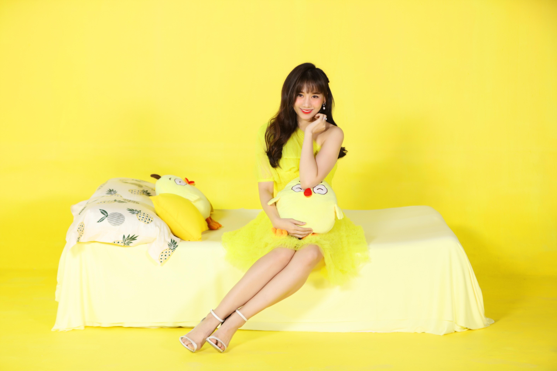 Tung bộ ảnh sắc màu, Hari Won trẻ trung như gái 18, bất chấp lứa tuổi 33 Ảnh 6