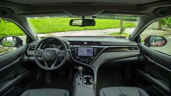 Thêm nhiều công nghệ mới, giá giảm Toyota Camry 'cháy hàng' Ảnh 1