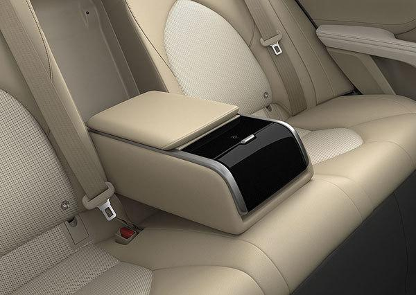 Thêm nhiều công nghệ mới, giá giảm Toyota Camry 'cháy hàng' Ảnh 2