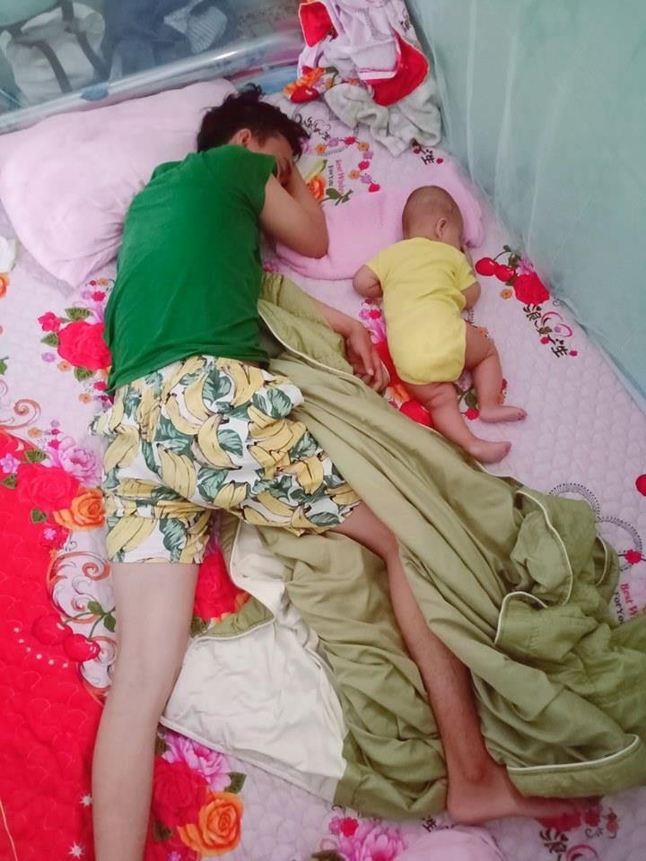 Loạt ảnh 'Đến ngủ cũng giống cha y đúc' khiến dân mạng bật cười Ảnh 2