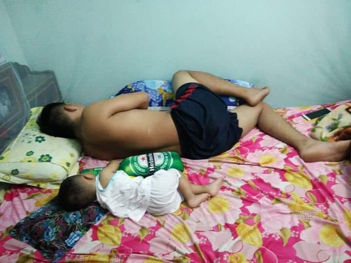 Loạt ảnh 'Đến ngủ cũng giống cha y đúc' khiến dân mạng bật cười Ảnh 4