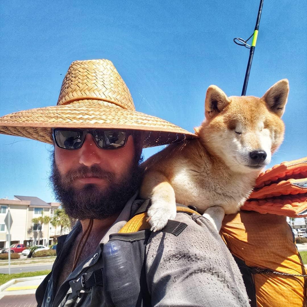 Chàng trai Mỹ cõng chú chó mù trên đường đi phượt Ảnh 2