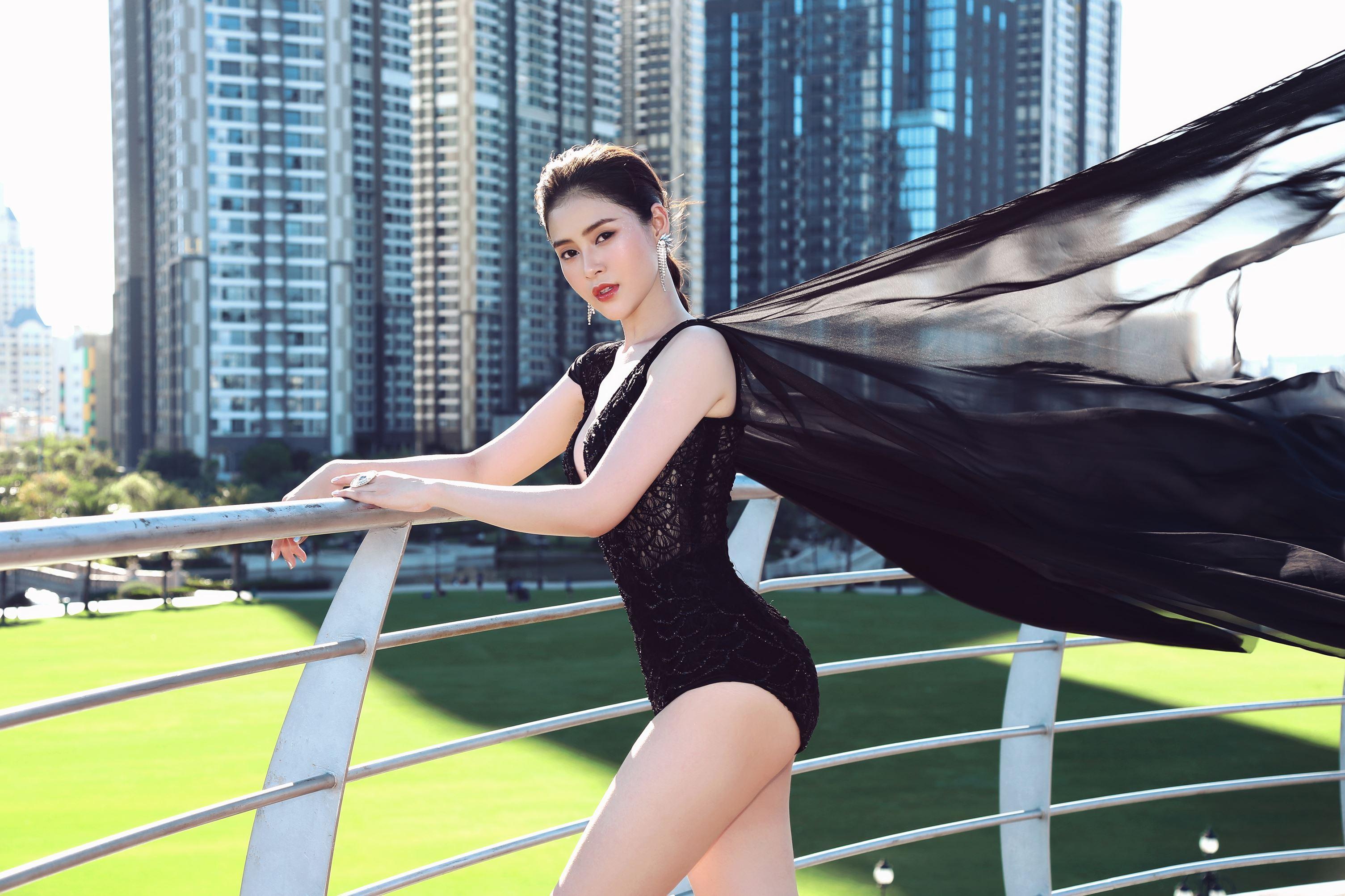 Á hậu Lý Kim Thảo khoe nhan sắc quyến rũ với trang phục gợi cảm Ảnh 10
