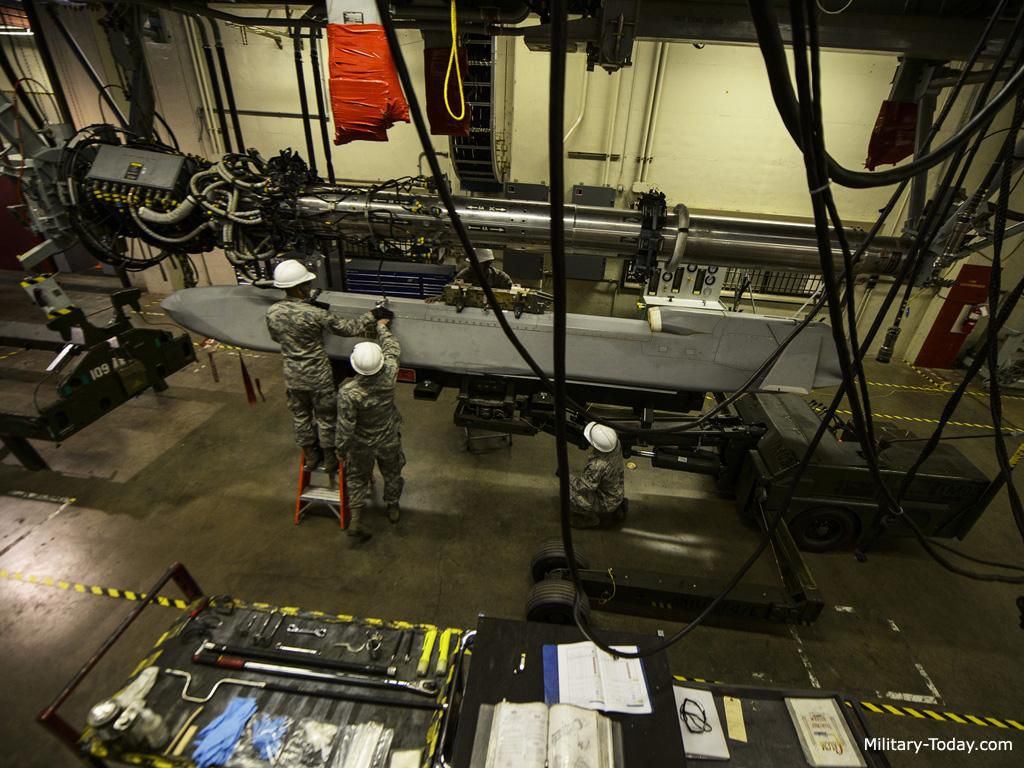 Uy lực của tên lửa AGM-86 được trang bị cho B-52 Ảnh 1