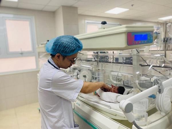 Phú Thọ: Phát hiện bé sơ sinh bị bỏ rơi trong tình trạng nguy kịch Ảnh 2